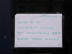 GREVE (SKARLIT) Tags: paris france sign strike rerb