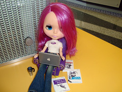 A Typical Technical Yahoo - MacBook, latte, and O'Reilly books