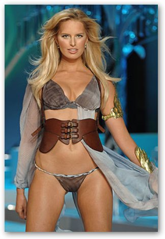 Karolina Kurkova: No Belly Button as VS Fashion Show