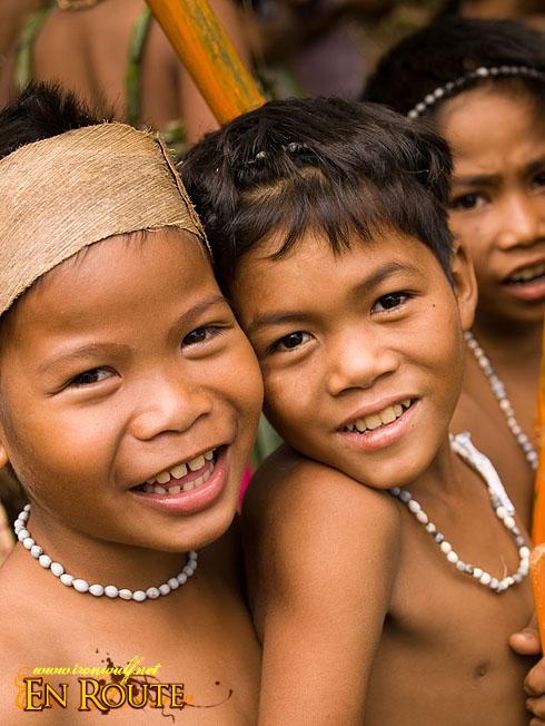 Kaaldawan Iraya mangyan buddies smile