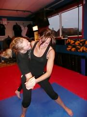 Anne og Helene trener kampsport