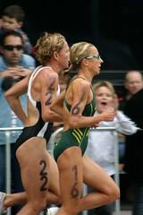 Women's Triathlon, 2006 Comm Games (forbaz) Tags: sport 300d melbourne competition running run digitalrebel triathlon triathlete 2006commonwealthgames emmasnowsil womentriathlete