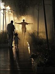 Eau et Lumière (Christian Lagat) Tags: light man paris france water eau child lumière grdigital enfant homme parisplage fogger brumisateur atomizer ricohgrd brasencroix