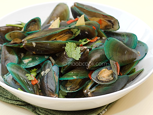 Steamed Mussels in Chinese wine