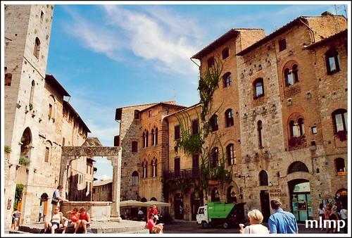 près du puit à San Gimignano