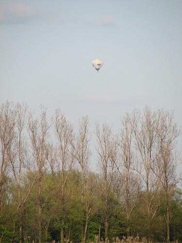 Ballon über der A13