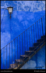 Escaleras en azul. (rafa mrquez) Tags: blue azul stairs escaleras naturesfinest colorphotoaward top20everlasting fotoverde top25blue rafamrquez