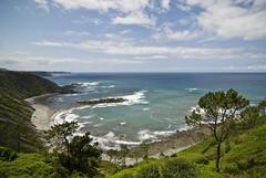 seguimos subiendo (juanjolostium) Tags: sea espaa costa beach trekking bay coast mar spain asturias playa verano cudillero baha cantbrico murosdenaln marcantbrico sendacostera verano2008 sendacosteramurosdenaln