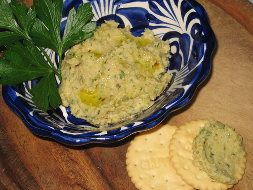 tuscan white bean truffle dip with glutino crackers