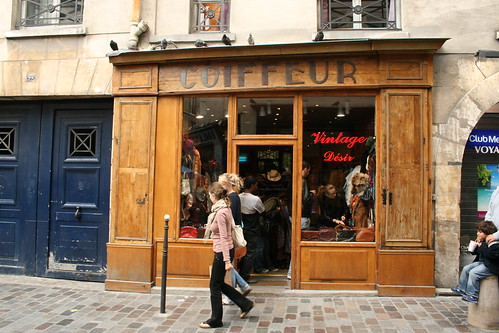 coiffeur vintage shop in paris
