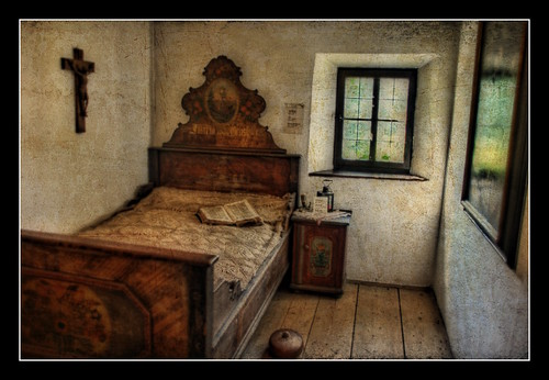 Antic dormitori tirolès // Old Tyrolean Bedroom (by ~Oryctes~)
