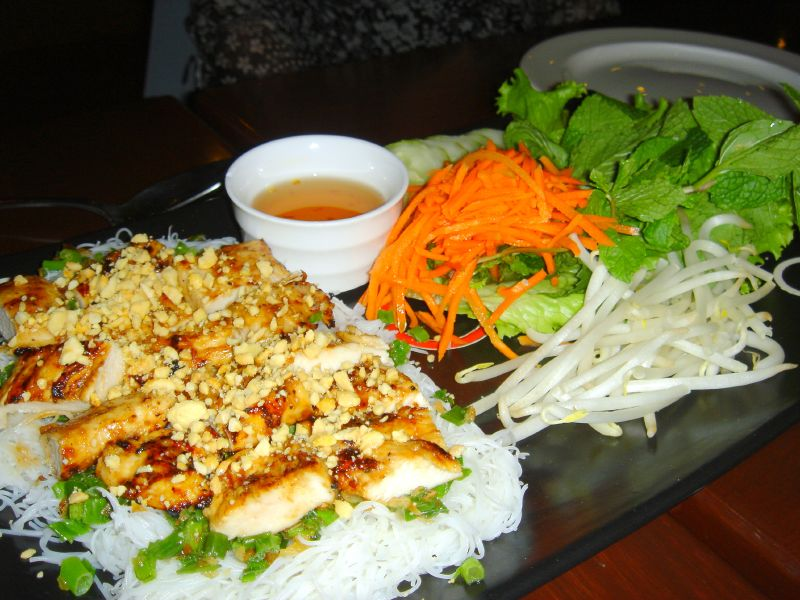 Steamed Vermicelli with Rice Paper Wrap (chicken)