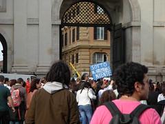Sotto il grembiule niente (Gaiux) Tags: roma università protesta 2008 proteste scuola manifestazione sciopero riforma facoltà finanziaria istruzione sindacato sindacati gelmini 30102008 legge133