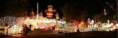 Christmas Light Display Grows Crowds Kenny Irwin Puts People Grumble