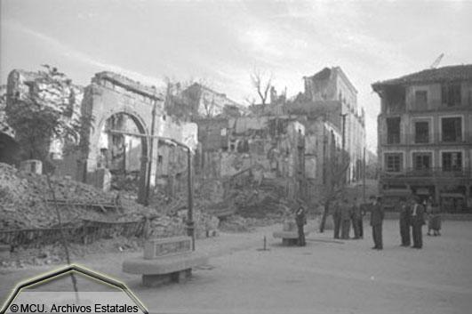 Foto de Zocodover en 1936. foto Erich Andres. Ministerio de cultura. Centro Documental de la Memoria Histórica