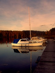 The morning boat (FriaLOve) Tags: morning blue trees light brown white lake reflection colors forest finland boat woods mooring reflexions soe ruovesi concordians goldstaraward rubyphotographer frialove