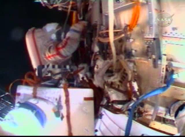 Sortie dans l'espace (EVA du 23 décembre 2008) 3130137869_8de9d85978_o