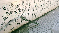 hungarian hands (.ya no soy yo.) Tags: train hands hungary budapest 2008 keleti chldren viidistrict laurenothon eastwardmovement
