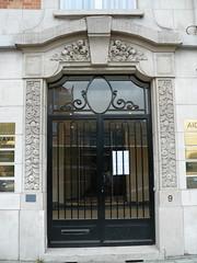 Bruxelles (Belgique), porte prs de parc du Cinquantenaire (Marie-Hlne Cingal) Tags: door brussels gate belgique belgie wroughtiron bruxelles porte brussel cinquantenaire portail ferforg detalhesemferro