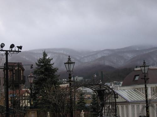 山頭滿是雪