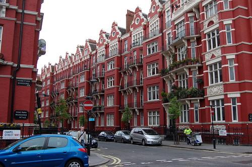 いかにもロンドンな赤い街並み