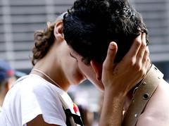 Parada Gay 2008 (Ana Luz) Tags: street city gay cidade brazil portrait people face avenida pessoas kiss couple beijo sãopaulo kisses glbt parade retratos rua 12 paulo avenue 2008 casal caminhada são paulista parada