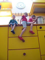 in the giant's kitchen (lo_rez_sky) Tags: kitchen giant children miniature proportion liliput pottspark brobdignac