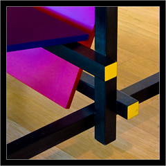 Isometric view of a chair (Callipyge) Tags: wood blue red black rot yellow museum jaune canon germany geotagged rouge deutschland 350d europe bonn noir cross muse bleu gelb rebelxt blau allemagne schwarz chaise sige bois chaire arithmeum assise holtz croisement sthl enchevtrement theunforgettablepictures damniwishidtakenthat geo:lat=50730624 geo:lon=7104893