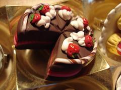 torta giga spilla (Sara Saini [x info e request: sarasains@gmail.com]) Tags: fimo gioielli accessori
