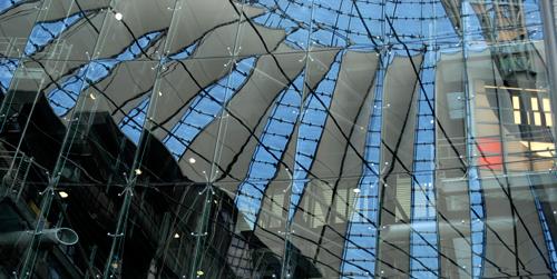 reflejo de la cúpula del Sony Center de Berlín
