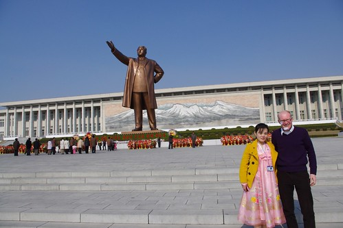 Kim Il Sungstatue, Our guide Muang Un Byol & Me