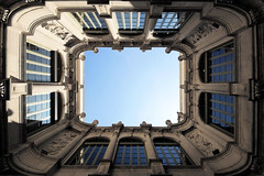 rechtEck (Roger_T) Tags: barcelona city blue sky espaa window up architecture buildings spain day fenster innenhof perspective himmel courtyard lookup clear patio pointofview larambla architektur blau atrium spanien perspektive geometrie skywards 2011 himmelwrts aufwrts uptothesky rechteck blickpunkt palaudelavirreina sonyalpha200 twittertuesday