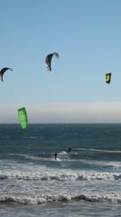 beach_kitesurfers