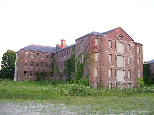 "Northampton State Hospital, Memorial Complex • <a style=""font-size:0.8em;"" href=""http://www.flickr.com/photos/28107052@N07/2743915766/"" target=""_blank"">View on Flickr</a>"