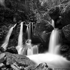 ~~ Sassenage waterfalls # 2 ~~ (Julien Ratel ( Jll Jnsson )) Tags: longexposure bw white black water forest grenoble canon rocks eau exposure falls nb tokina waterfalls hugs eos350d fort rochers chutes sassenage fil bisous vob chutesdeau 1224f4 favemegroup5 blueju38 julienratel theemptyplaces julienratelphotography thetempleofaphrodite lesamisdupetitprince