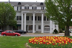 Boone Tavern Hotel in Spring Tulip Time (J. Stephen Conn) Tags: kentucky ky madisoncounty berea