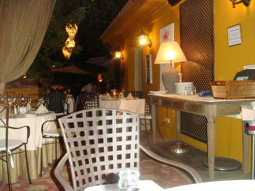 Interior del restaurante en la zona de la terraza