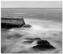 La Jolla at favorite spot (ART SRISAK | PHOTOGRAPHY) Tags: california bw mamiya film mediumformat bay sandiego lajolla colorless waterscape monart 123bw abigfave autaut rb67pros filmforward goldstaraward