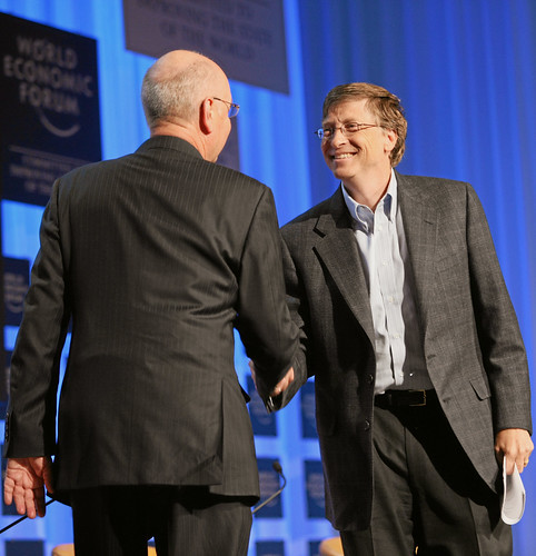 World Economic Forum 拍攝的 Klaus Schwab, Bill Gates - World Economic Forum Annual Meeting Davos 2008。