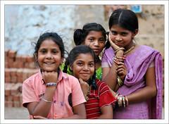 Les Top Models (Christian Lagat) Tags: india girl women fille inde madhyapradesh भारत maheshwar nikkor50mmf18d 50millionmissing nikond40x