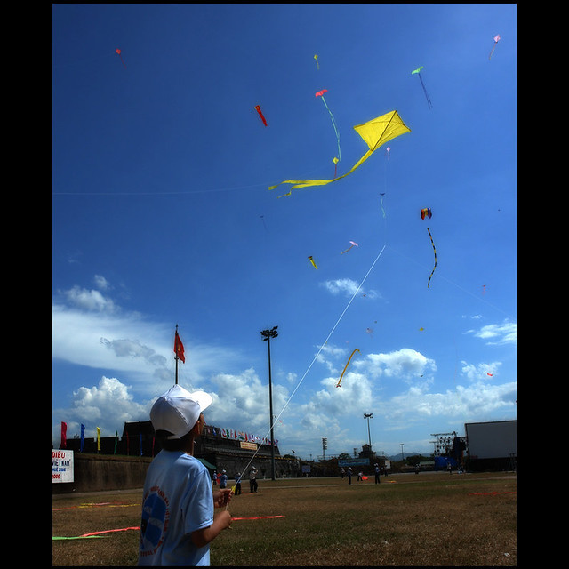 Amazing site -- Hue Festival kite competition