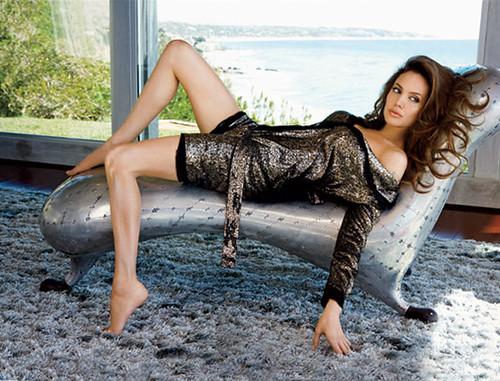 Angelina Jolie .