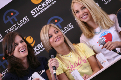 Mostly Lisa, iJustine & Sarah (Pop17) on TWiT live