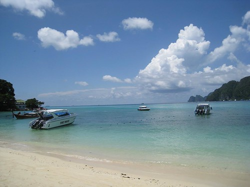 The bay of boats on Phi Phi Don