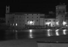 Baia del Silenzio (ste-1965) Tags: sea italy white black italia mare liguria bianco nero spiaggia baiadelsilenzio sestrilevante baia ste1965