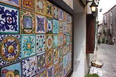 tessere (Beppe Modica) Tags: italy streets italia sicily lamps colori strade lampioni luce sicilia erice scorcio sizilien sicilie ceramiche fanali damniwishidtakenthat