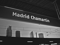 despedida (croqueta0) Tags: madrid station train trenes gris edificios capital cables cielo estacion bye despedida torres comboio rascacielos adios anden vias cableado plazadecastilla estaao chamartn indicador altavlocidad