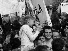 P1040117 (uhuhuhuhuhuhuhuhuhuh) Tags: blackandwhite roma children student child bambini crowd biancoenero 133 manifestazione bambino folla studente gelmini ondaanomala no133 nogelmini roma30ottobre 133no