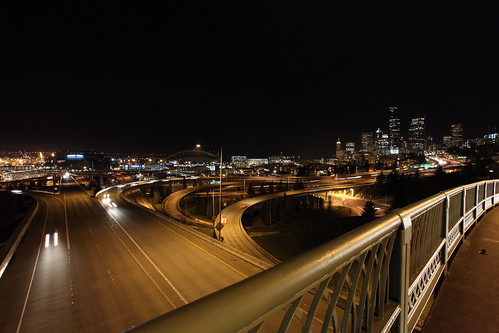 5D Mk II test shots - Jose Rizal Bridge @ ISO3200 (by ttstam)