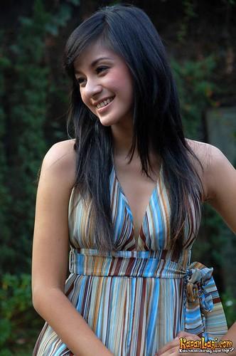 Foto Kirana Larasati Koleksi Unik Foto Foto Galeri | Foto-Foto.Web.ID